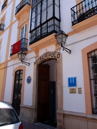 Polo Hotel : Front Entrance