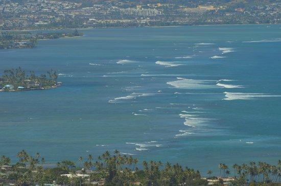 Diamond Head (Cabeza de Diamante): A view of the surf