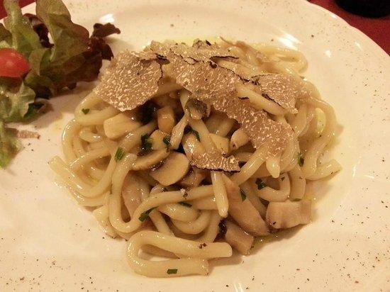 Ristorante da Cecco: Strangozzi del Subasio com porcini, champignon e tartufo.