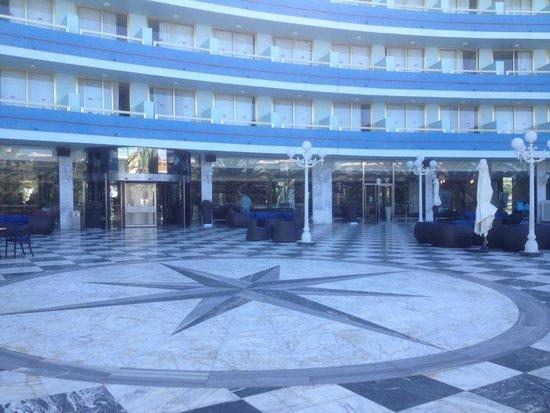 Mediterranean Palace Hotel: Terrace