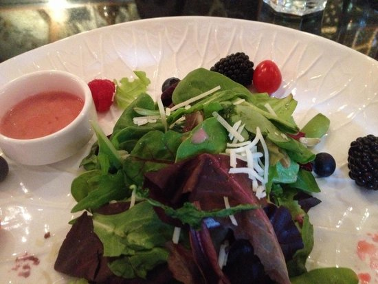 SWITCHBACK GRILLE & TRADING COMPANY : Berry Salad