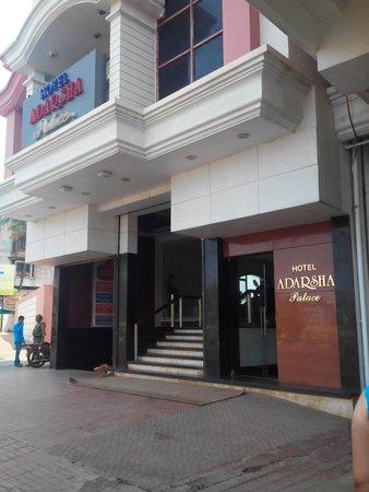 Adarsha Palace Hotel: enterence