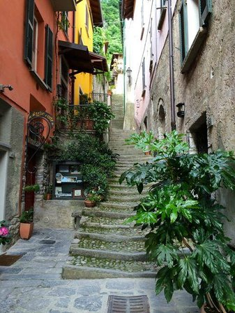Albergo Milano: stairs to the top to go over to main hotel, steps are short