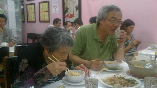 Rong He: Chineses no restaurante chinês