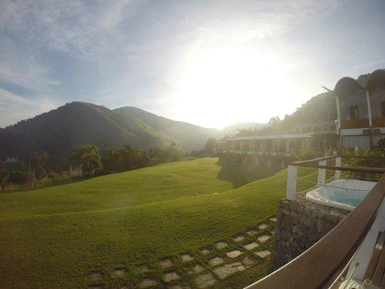 Portogalo Suite Hotel: Gramado no pôr do sol