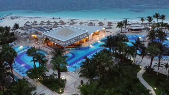 Hotel Riu Caribe: At night