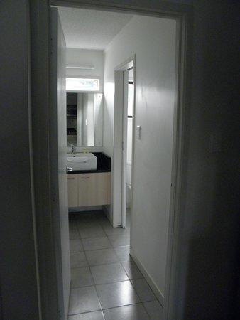 โอ๊คแลนด์ แอร์พอร์ต กีวี่ โมเต็ล: Rm 606 Bathroom