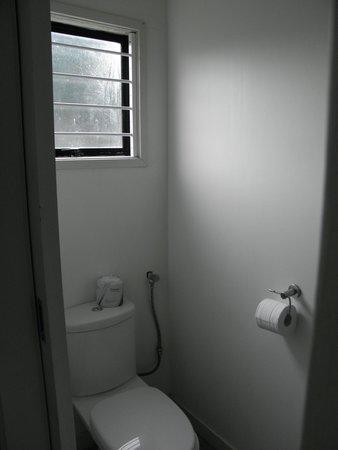 โอ๊คแลนด์ แอร์พอร์ต กีวี่ โมเต็ล: Rm606 Toilet