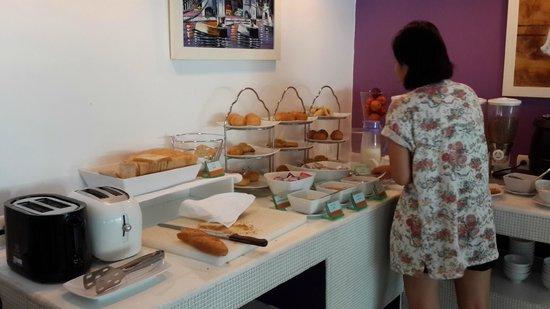 Amari Nova Suites Pattaya: 早餐