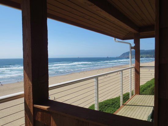 Hallmark Resort Cannon Beach: View to the North