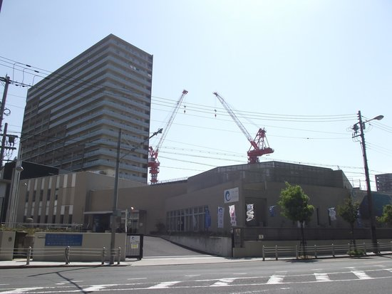 Tsunami and Storm Surge Disaster Prevention Station: 西大阪治水事務所  (手前の建物)