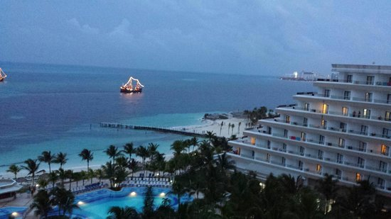 Hotel Riu Caribe: View at night
