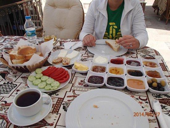 Chelebi Cave House: Breakfast spread pre-eggs!