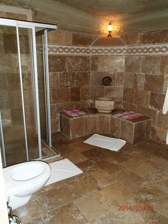 Chelebi Cave House: Bathroom