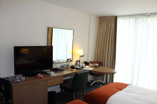 Hilton Dublin Kilmainham: Small TV