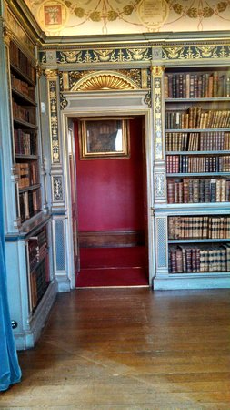 Warwick Castle: Library