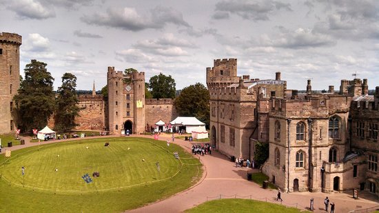 Warwick Castle: Courtyard from The Mound