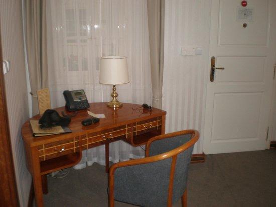 Hotel Pod Vezi: Escritorio