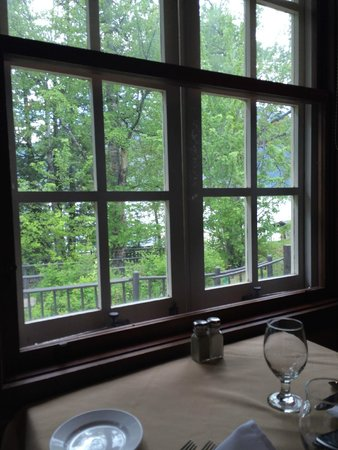 Russell's Fireside Dining Room at Lake McDonald Lodge: No outdoor seating, so get a table by the window.