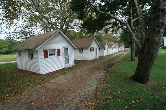 Cabin City Motel: seasonal cottages