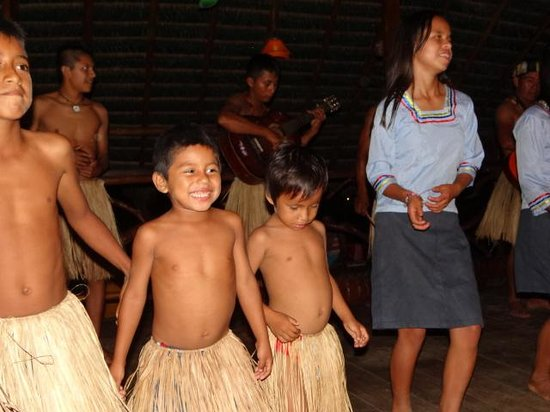 Anaconda Lodge Ecuador: Kichwa Children Dancing at the Lodge