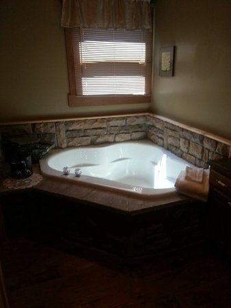 Pine Cove Lodging: Jacuzzi