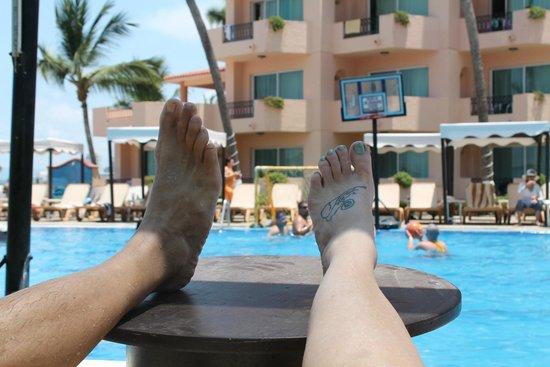 Crown Paradise Golden Resort Puerto Vallarta: Pooltime