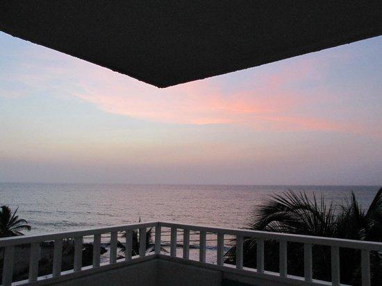 Decameron Cartagena : Vista al mar desde el balcón