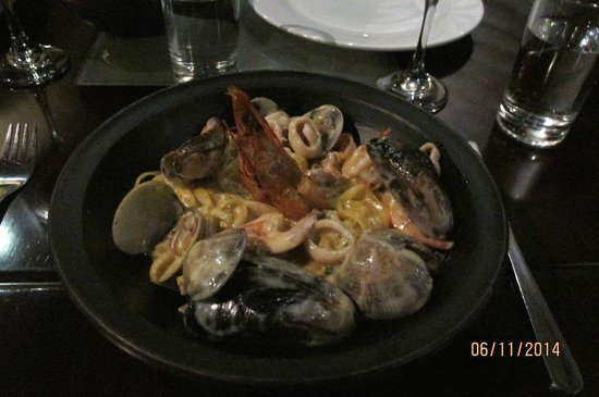 Gastro Todosantos: Fresh pasta dried in a wood oven with seafood.
