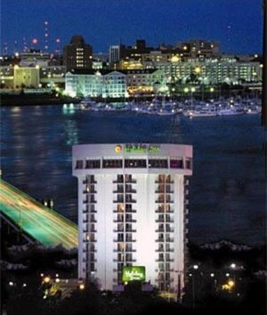 Holiday Inn Charleston Riverview: Overlooking Ashley River & downtown peninsula