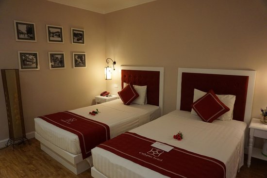 Calypso Grand Hotel: Comfortable clean room and beds