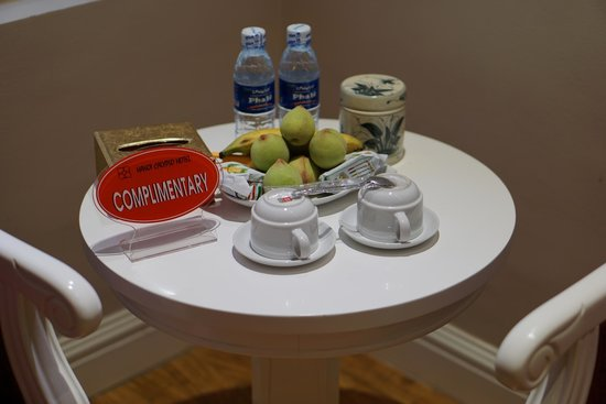 Calypso Grand Hotel: Complimentary fruit, water, and tea