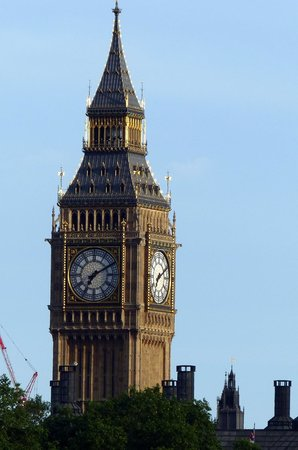 Big Ben (Torre del Reloj): Elizabeth Tower with blue skies