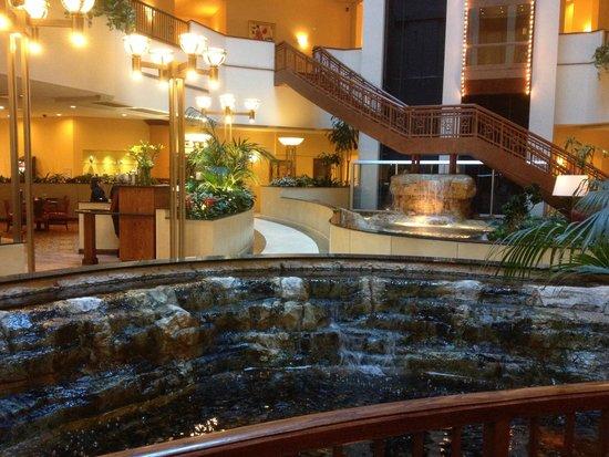 Renaissance Oklahoma City Convention Center Hotel : Lobby area