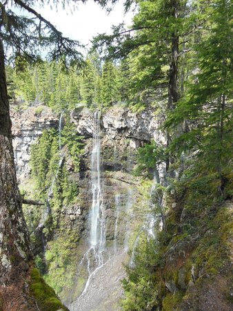 Spahat Falls: Spectacular and Unique!