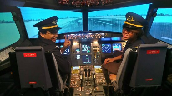 SimflightKL Simulation Flight: Father and Son as Pilots