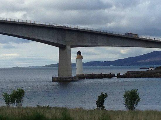 Mo Dhachaidh Guest House: view of Skye Bridge in Kyleakin