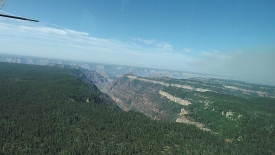 Westwind Air Service : Flying over the canyon