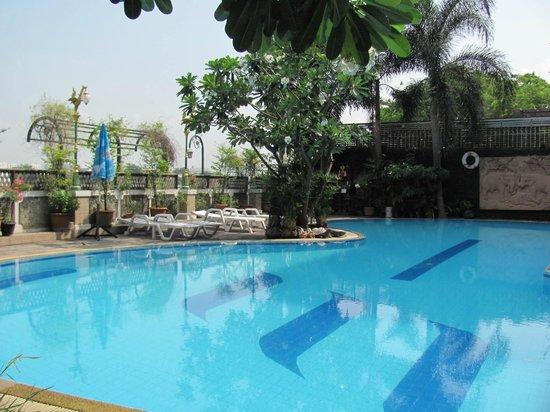 New Siam Riverside Guest House: Бассейн