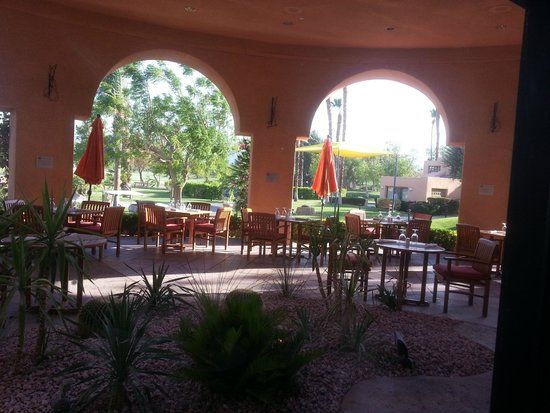 Pinzimini: view from inside the restaurant facing out