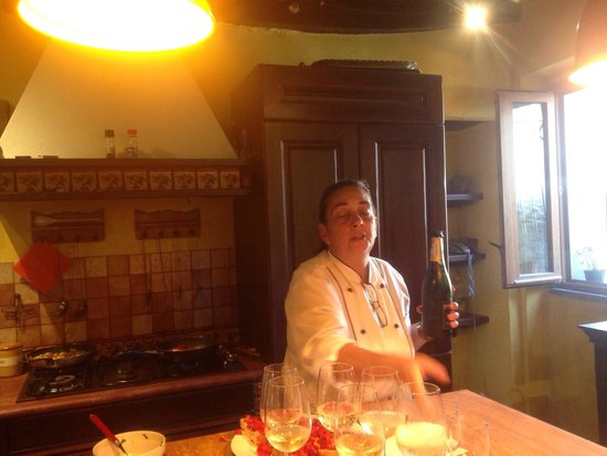 Fabiolous Cooking Day in Rome : Good food, good wine, good company!