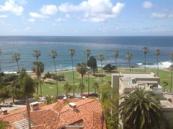 La Valencia Hotel: King Ocean View-Corner Room