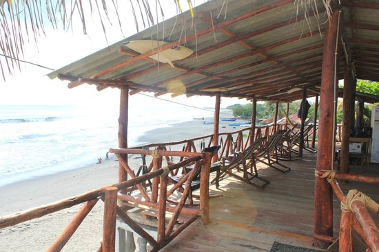 Surf Tours Nicaragua: Huge deck over looking the surf