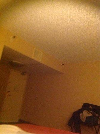 Holiday Inn Missoula Downtown : plafond en crepis et clim bruyante