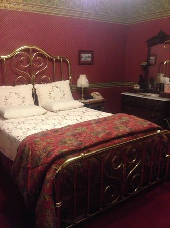 Redstone Inn & Suites : Our room