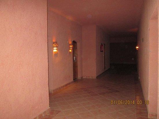 SENTIDO Oriental Dream Resort : corridoio che consuce alla camera
