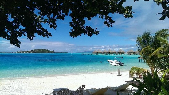 Village Temanuata's private beach with sun chair and direct access to the beautiful lagoon
