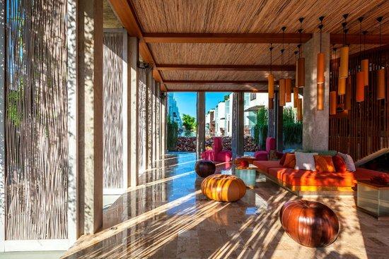 Let's Sea Hua Hin Al Fresco Resort: Let's Sea Lobby Through to Buildings