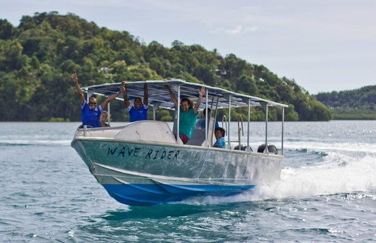 Waidroka Bay Resort: Wave Rider Boat