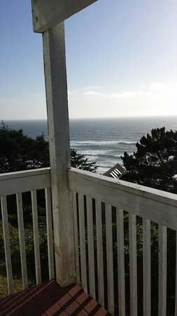 The Edgecliff Motel: View at end of balcony